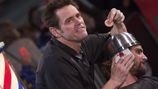 Jim Carrey élőben vágott bilifrizurát
