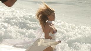 Ilyen az, amikor egy fehérneműmodell strandol