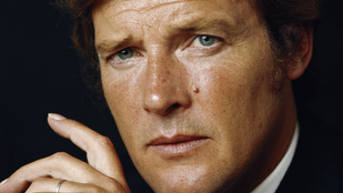 12 indokolatlan, de zseniális fotó Roger Moore-ról