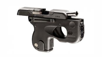 Fenékhez simuló pisztolyt alkottak a brazilok