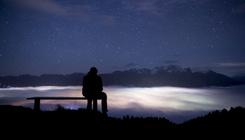 Íme a nap képe: férfi nézi a Rajna-völgyi ködöt