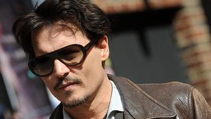 Johnny Depp szarik mindenre
