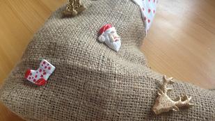 DIY: ajándékozzon zsákból készült Mikuláscsizmában!