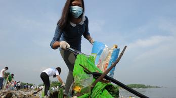 270 ezer tonna műanyag úszik a világ óceánjain