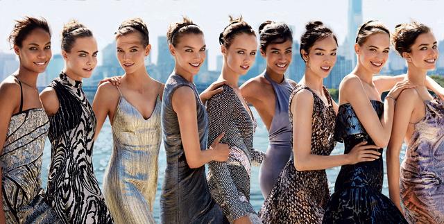 Az amerikai Vogue szeptemberi számának címlapja nem csak fehér modelleket reklámoz, nem csoda, hogy nagy sikere volt.