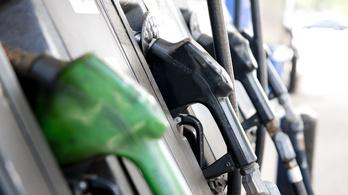 Egy százassal olcsóbb lett a benzin