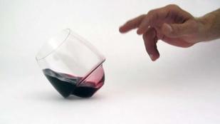 Végre egy pohár, amiből nem ömlik ki a pia!