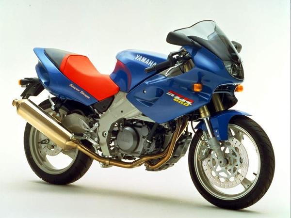 A Yamaha SZR660 ritkaság. Rengeteg rajta az igényes részlet, nem is tudjuk eldönteni, hogy melyik oldala előnyösebb: jobbról a Lafranconi kipufogóban gyönyörködhetünk, balról az alumínium lengővilla vonzza a tekintetet. Nyugodtan tekinthetjük a Yamaha MT-03 szellemi elődjének
