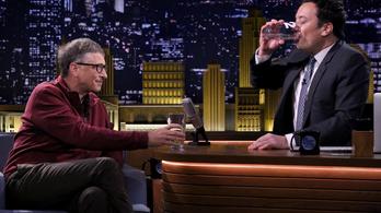 Bill Gates és két pohár ürülékes víz