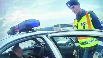 Testkamerával ellenőrzik a rendőröket