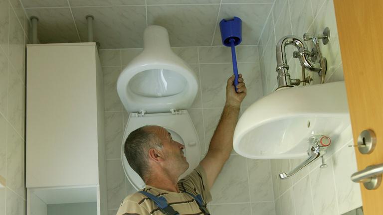 Háromból egy ember nem nyúl a vécékeféhez