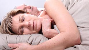 Ezért érdemes középkorúan is jól aludni