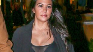Kourtney Kardashian áttetszőben mutatta meg szülés utáni testét