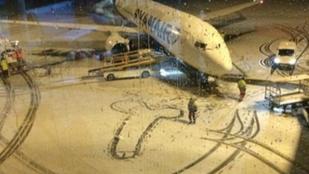 Pöcsrajzoló-botrány: Tökéletes válasz a Ryanairtől