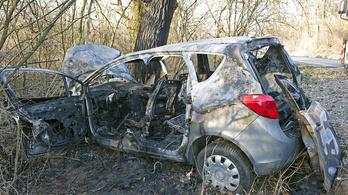 Halálra égett autójában egy ember a 3-as főúton
