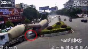 Szörnyű baleset: két betonkeverő nyomta halálra anyát és lányát