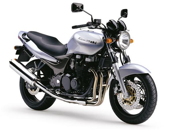 Kawasaki ZR-7 - klasszikus váz és motor, modern futómű és fékrendszer. Két kor átmenetén született, nagyon jó ízléssel