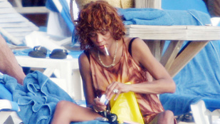 Előkerült néhány nyaralós kép Whitney Houstonról
