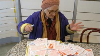 Az ötös lottó nyerőszámainak összege 240