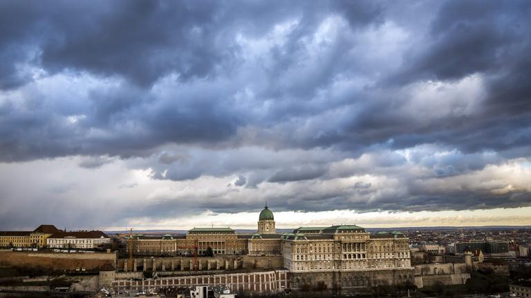Megéri-e 200 milliárdért felújítani a Várat?