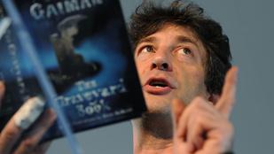 Neil Gaiman unalmában gerilladedikált a reptéren