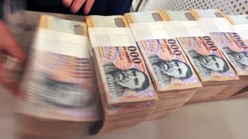 Irdatlan pénzt buktak a magyar bankok