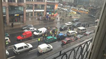 Rövid autós blokád volt az Astorián és a BAH-csomópontnál