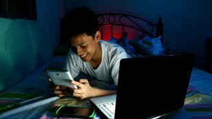 Telefon és tablet miatt nem alszanak eleget a kamaszok, és ez baj