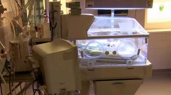 Kiesett az inkubátorból egy csecsemő