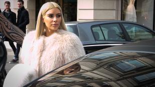 Kim Kardashian és Kanye West is tud photobombolni