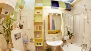 Így lehet nagyobb a fürdőszobája