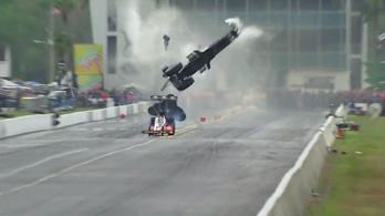 450 km/h-s tempónál szakadt szét a dragster, túlélte a pilóta