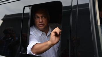 Orbán nagy csatár, csak most nem lő gólt