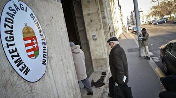 Dörzsölt kofa módjára húz le a minisztérium