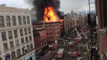 Kigyulladt és összedőlt egy New York-i ház