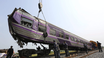 Vonatbaleset Thaiföldön, 52 sérült