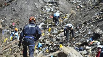 Alig tudják azonosítani a holttesteket a lezuhant gép roncsainál