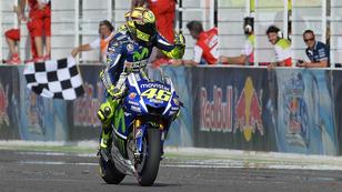 Márquez és Rossi hatalmasat ütközött