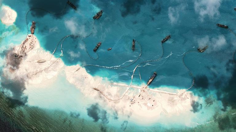 Mit akar Kína a semmiből felhúzott szigetekkel?