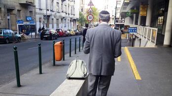 Az önkormányat szerint sem kéne a Fény utcában ücsörögni