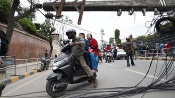 Több mint 2500 halott a nepáli földrengésben
