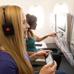Menő fejhallgató jár az Emirates utasainak