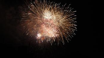 Rejtélyes tűzijáték a Batthyány téren