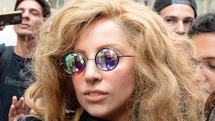 Mi a jó francot csinált Lady Gaga egy tyúkketrecben?