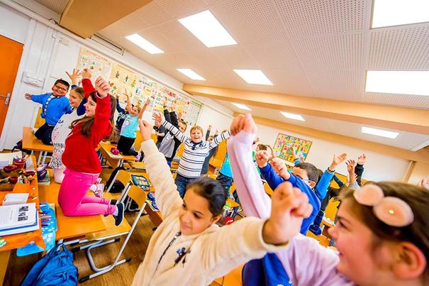 A bátonyterenyei Kossuth Lajos Általános Iskola 3.b osztályosai már a hanggátló és levegőtisztító hatású gipszkarton termékekkel felújított teremben köszöntötték a 2015-ös évet.