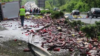 Felborult a ketchupos kamion
