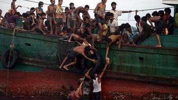 Több száz menekült hánykódik a tengeren legénység nélkül