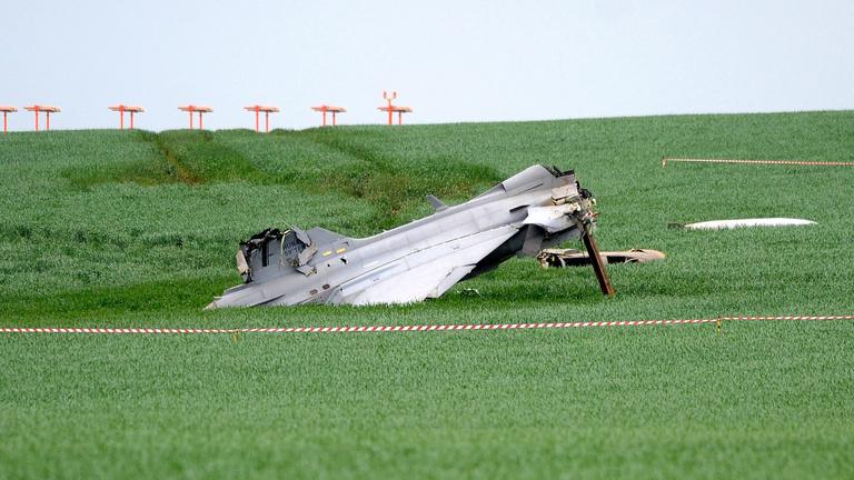 A Gripen-pilóta egyszerre nyomta a féket és a gázt