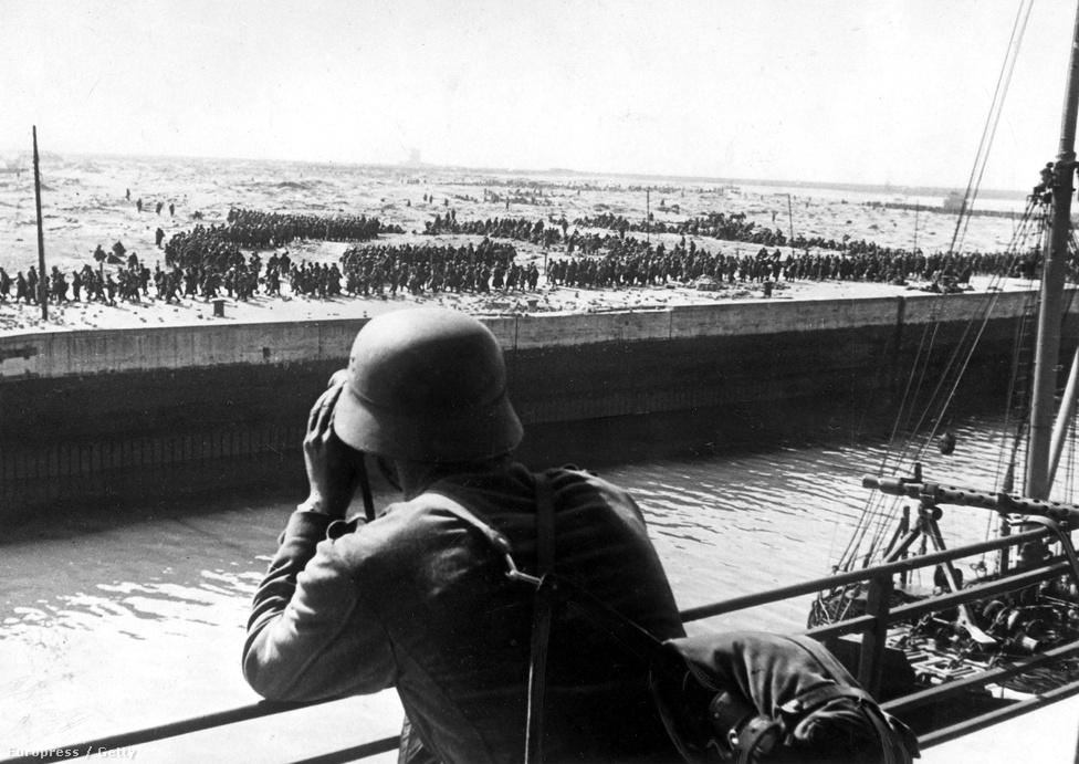 Az evakuáció sikere a hadvezetés minden előzetes várakozását meghaladta, de így is 40 ezer katona maradt a partokon. A Wermacht fogságába került brit katonákat 20 napos erőltetett menetben vezényelték német földre, és ott a tiszteket fogolytáborokba, a legénységet munkatáborokba küldték - sokan így a háború legvégéig tolhatták a német ipar szekerét.