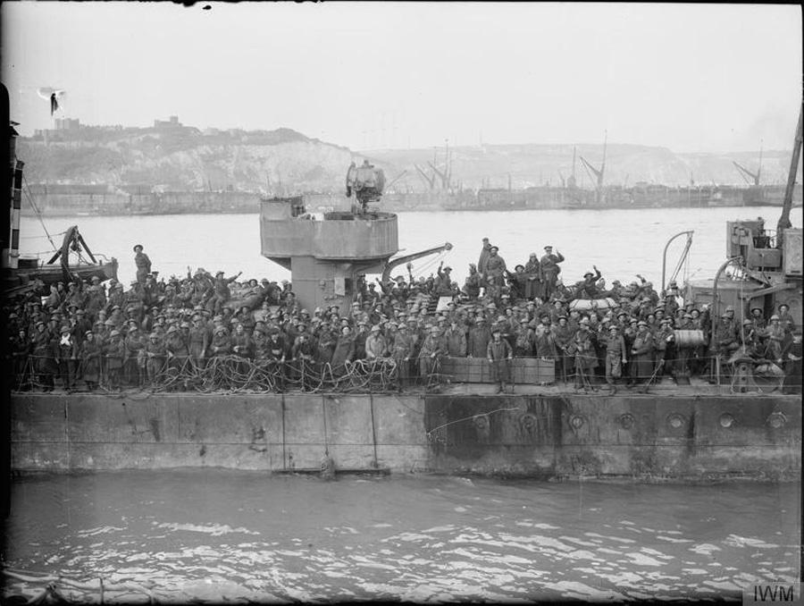 Az evakuációs feladatot eredetileg a Királyi Haditengerészet gyors rombolóinak szánták, de itt Calais-val ellentétben nem egy dandárt, hanem egy egész hadsereget kellett kimenteni. A 39 bevetett torpedóromboló derekasan helyt állt, de a flottillát igencsak megtépázta a Dinamó hadművelet-re keresztelt akció: hat hajó süllyedt el és 19 sérült meg.